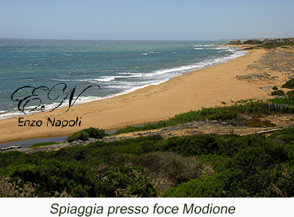 Spiaggia presso foce Modione
